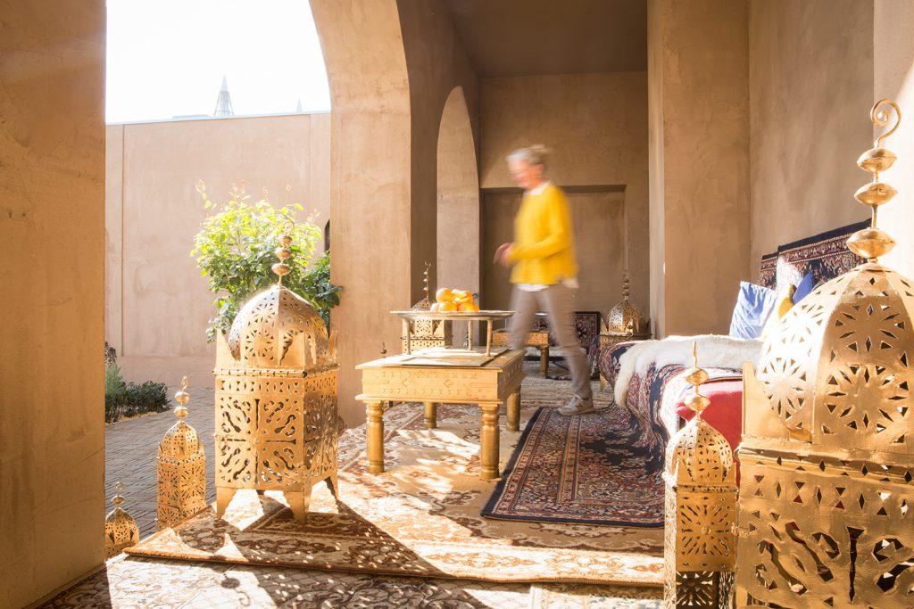 PErsische Sitzecke, Tische, Sofas und Teppiche