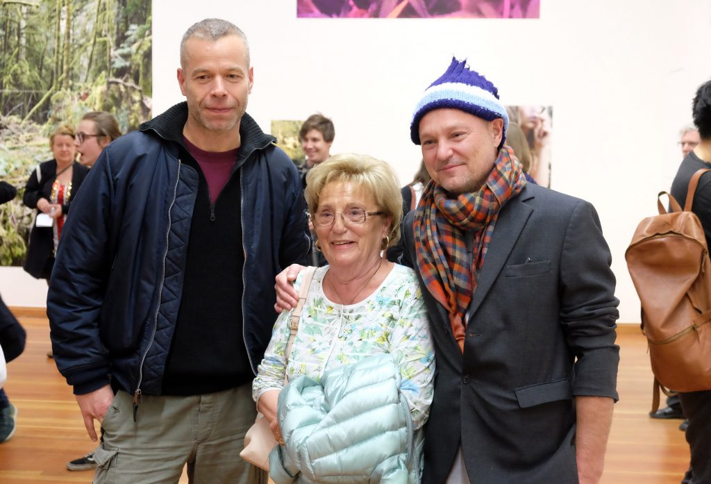 Juergen Teller posiert mit seiner Familie für ein Foto