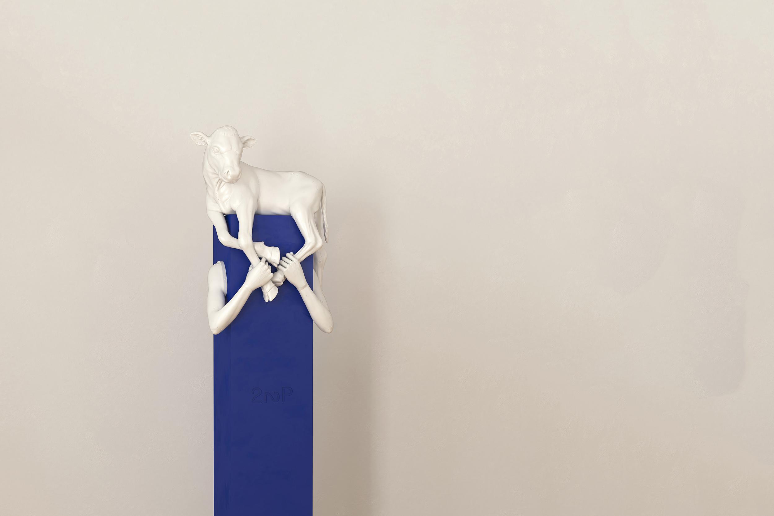 Votivstele, blaues Rechteck mit Armen und Kalb auf den Schultern