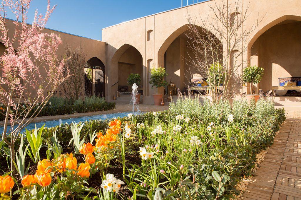 Blumen und Wasserspiel im Persischen Garten