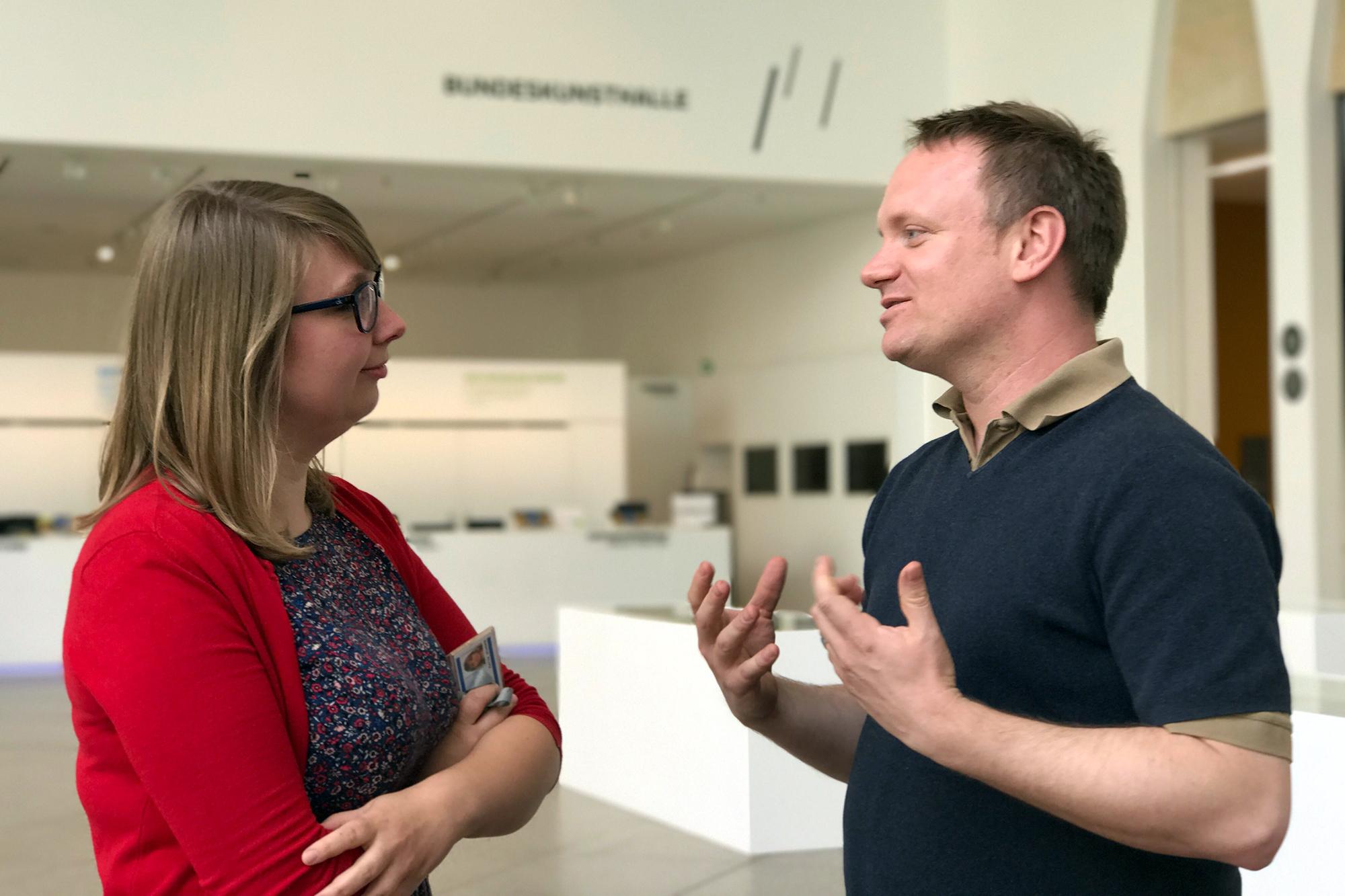 K. Schöpe und J. Bohnsack im Gespräch