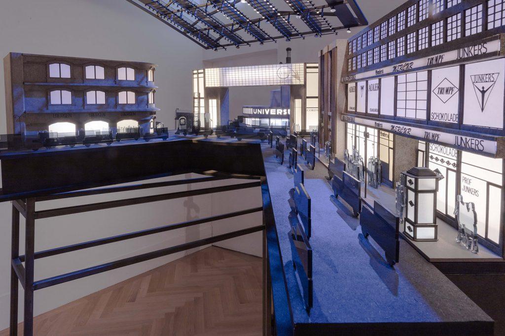 Modell des Universum Kinos in Berlin
