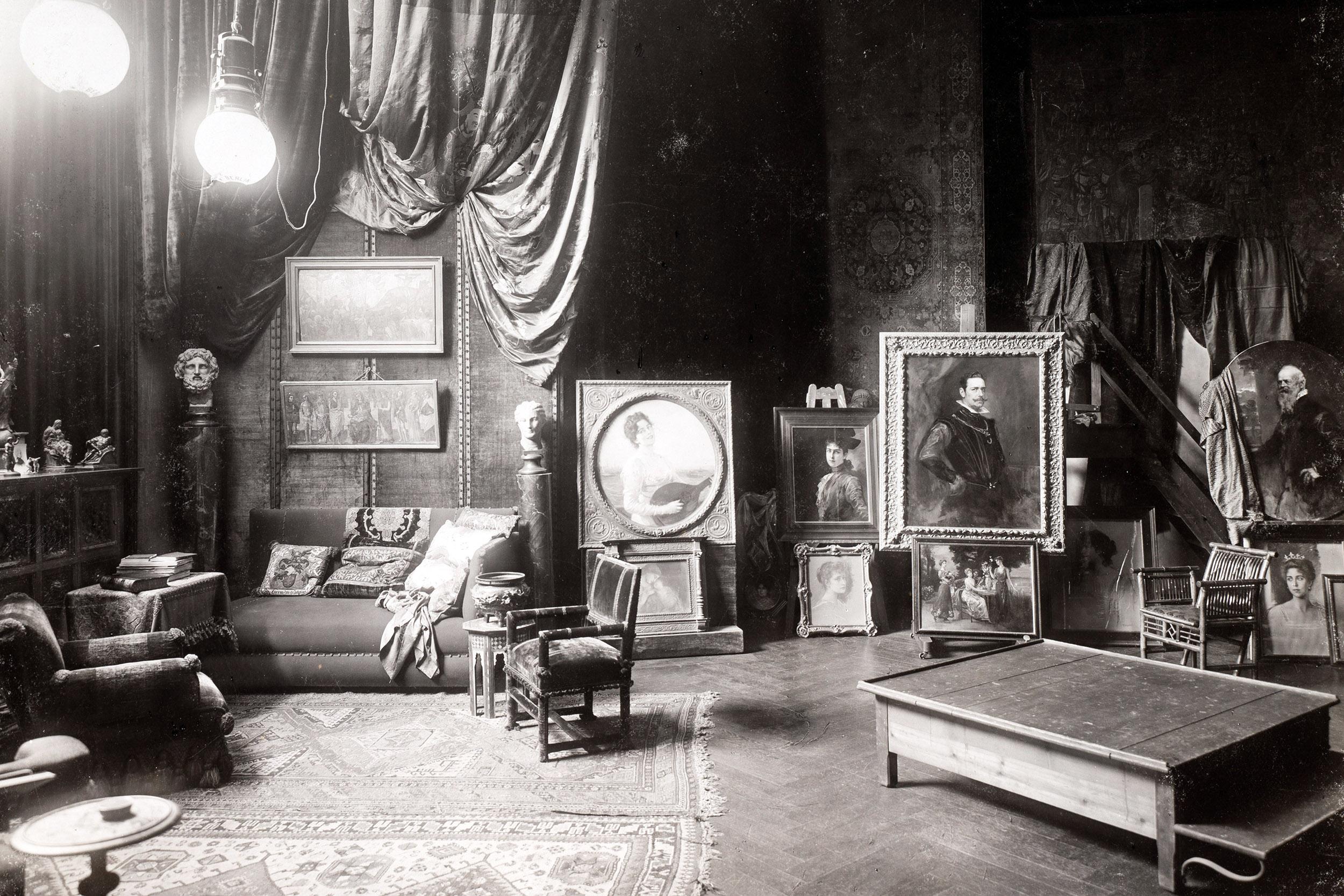 Schwarz-Weiß-Foto eines Malerfürsten-Ateliers