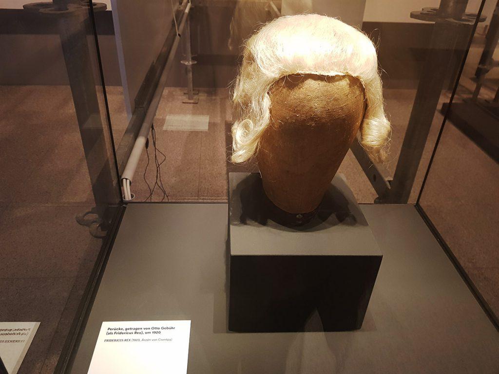Die Perücke von Otto Gebühr in der Ausstellung