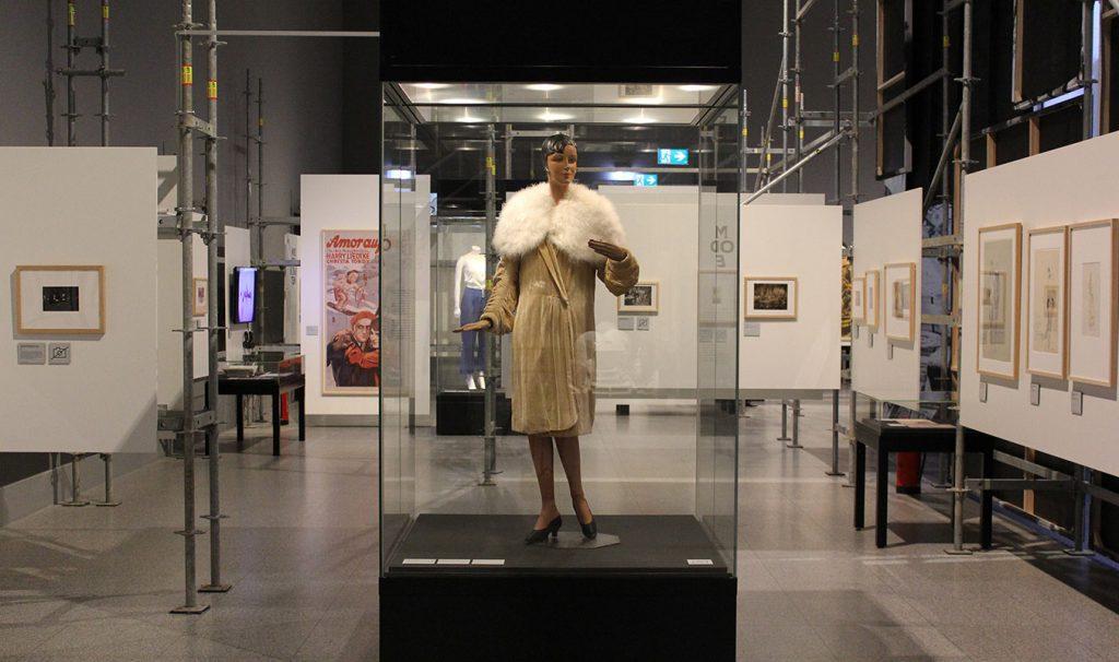"""Ausstellungsansicht """"Modernes Leben"""", Foto: Georg Simbeni © Deutsche Kinemathek Berlin"""