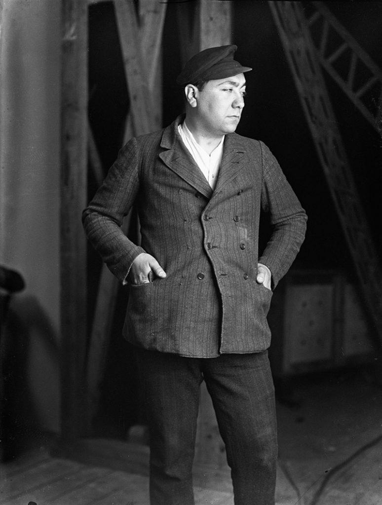 Hans G. Casparius als Arbeiter-Typ, vermutlich Selbstporträt, Modern Print, POLIZEIBERICHT ÜBERFALL (1928, Ernö Metzner), Foto: Hans G. Casparius / © Deutsche Kinemathek – Hans G. Casparius