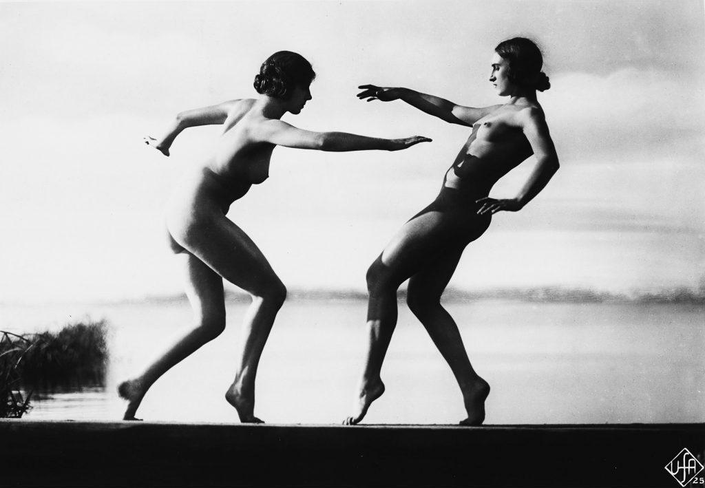 Szenenfoto, WEGE ZU KRAFT UND SCHÖNHEIT (Wilhelm Prager, 1925), Quelle: Deutsche Kinemathek – Fotoarchiv