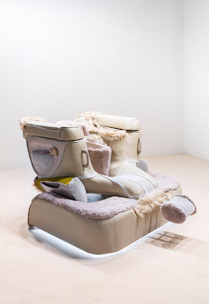 Anna Uddenberg, Cuddle Clamp, 2017, Leihgabe der Bundesrepublik Deutschland - Sammlung Zeitgenössische Kunst © Photo: Andrea Rossetti