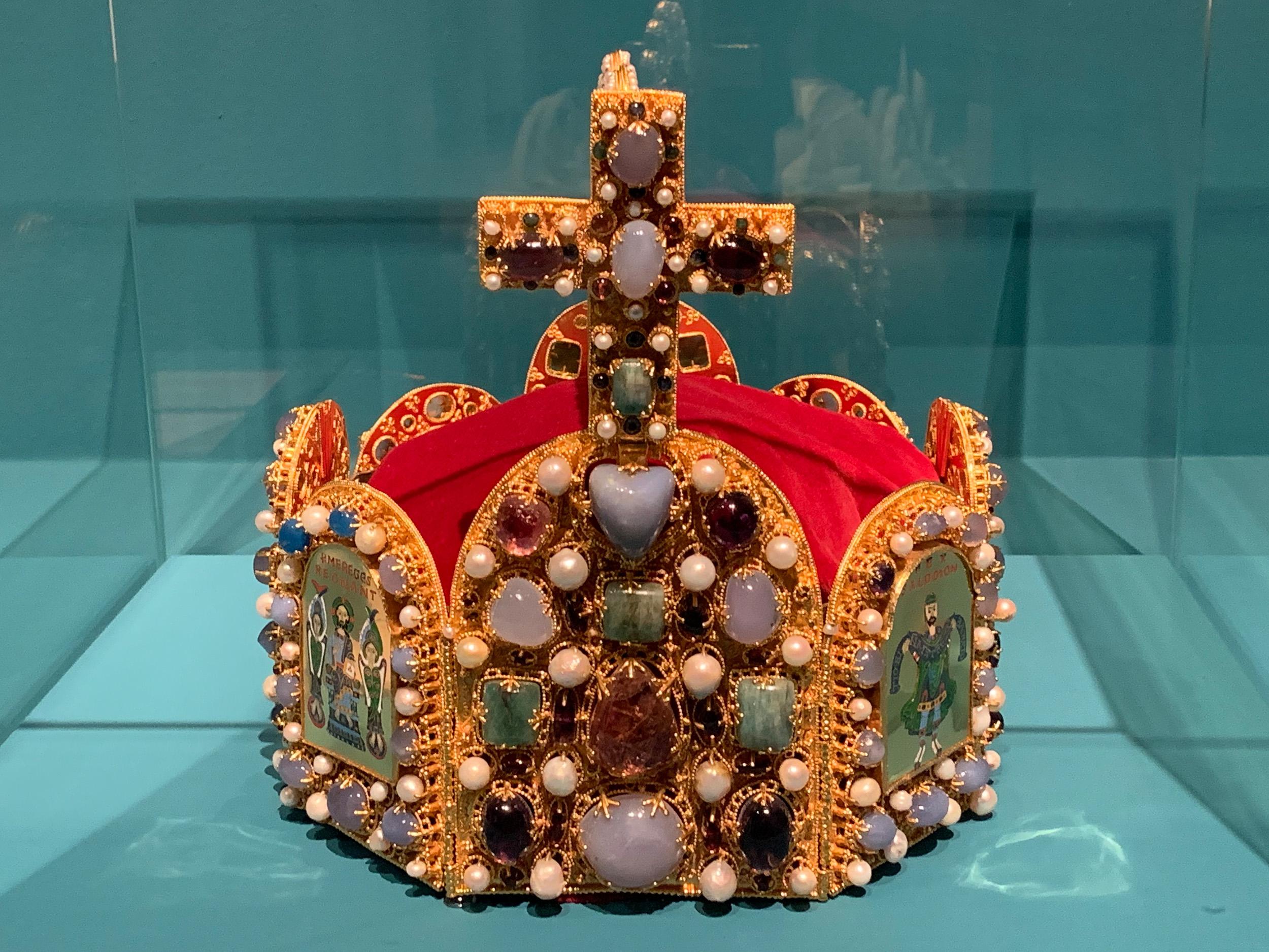 Nachbildung der Reichskrone, Gerdi Glanzner, 1994, Mittelalterliches Kriminalmuseum, Rothenburg ob der Tauber